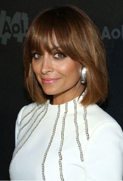 22 Penteados de inspiração de celebridades fabulosas com franja