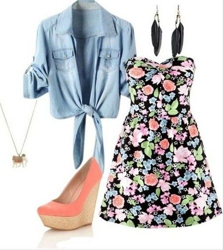Bonito Primavera Outfit, vestido estampado de mini strapless Floral e cunhas rosa