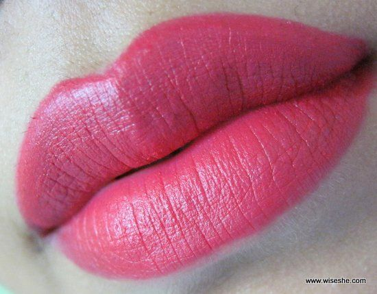 MAC-Retro-Matte-Incansavelmente-Red-Lipstick-Review-Lip-Swatch + mac