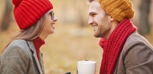 10 Sinais inegável que um cara é muito atraído por você