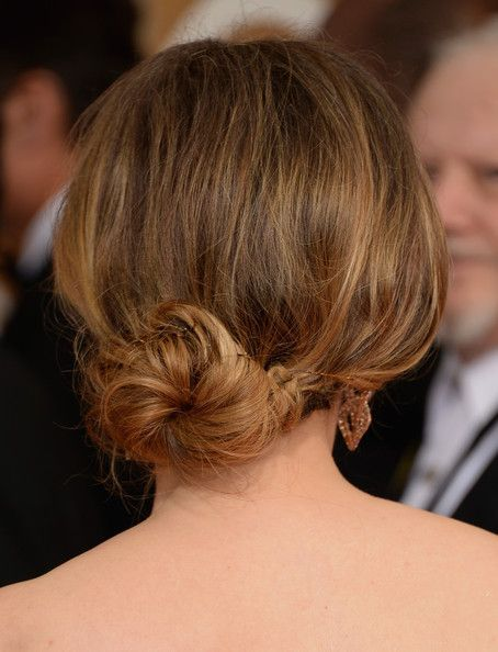 12 Penteados updo mais baixos românticos adequados para cada ocasião