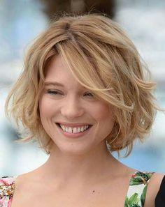 13 Belamente elegantes penteados ondulados curtos