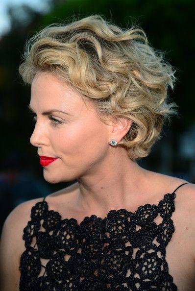 15 Penteados curtos de celebridades elegantes para o verão