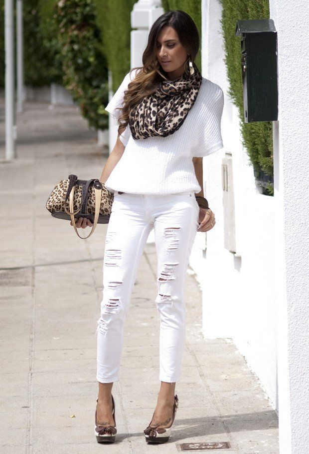 Ideia legal Outfit com Branco rasgado Jeans