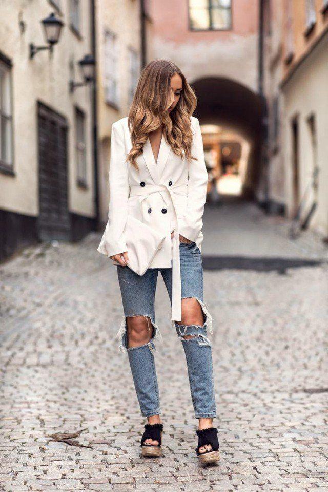 Windcoat branco com jeans rasgado