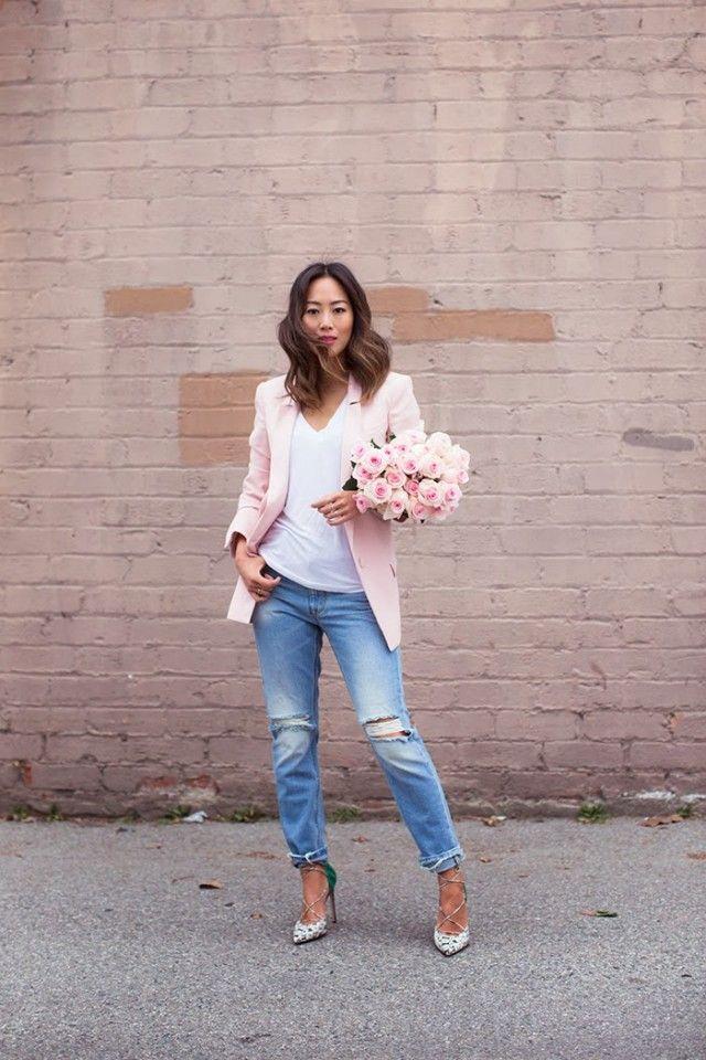 Rosa Blazer com jeans rasgado