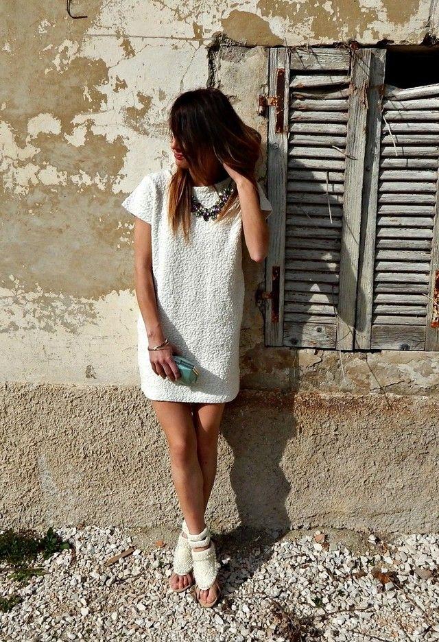 Simples e Sassy vestido branco Outfit Idea