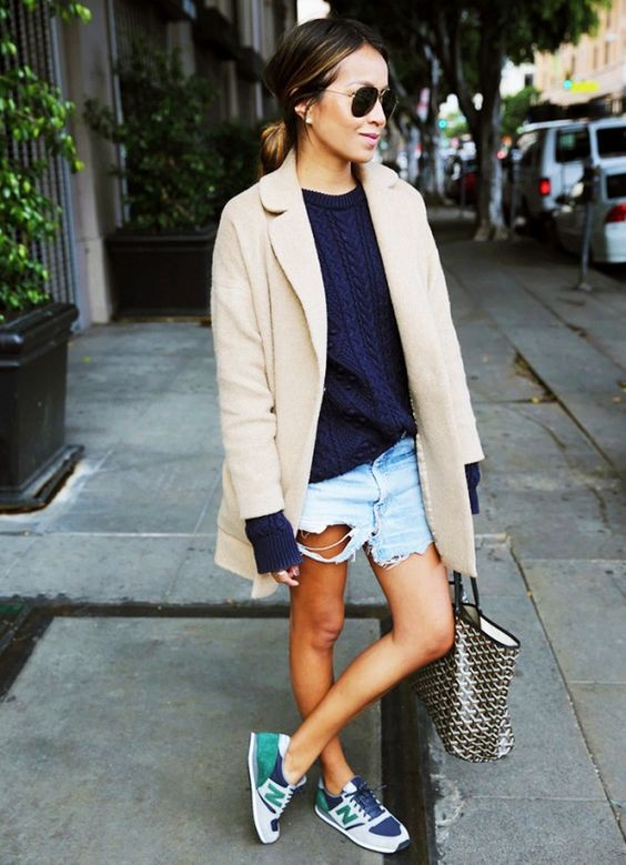 Camisola Azul, Calções rasgados e Nude Blazer via