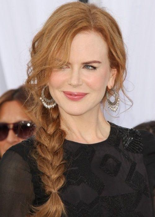 Longas tranças penteado com franja