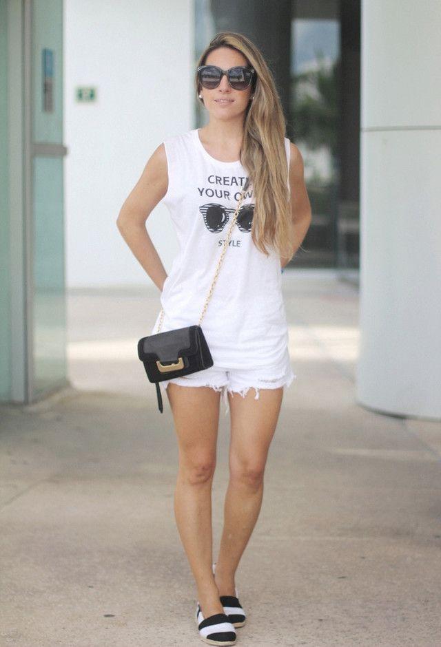 Todas as ideias combinadas brancos para a moda Primavera Aparência Branco Outfit e preto Acessório