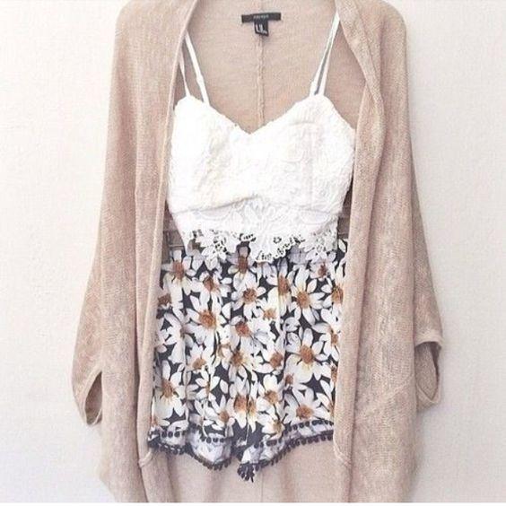 Branca Top e Shorts florais via