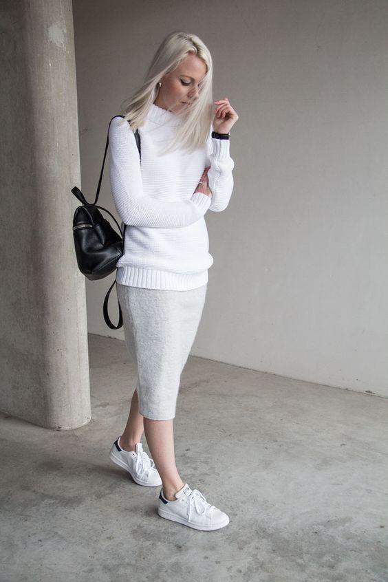 Camisola, saia e branco Sneakers