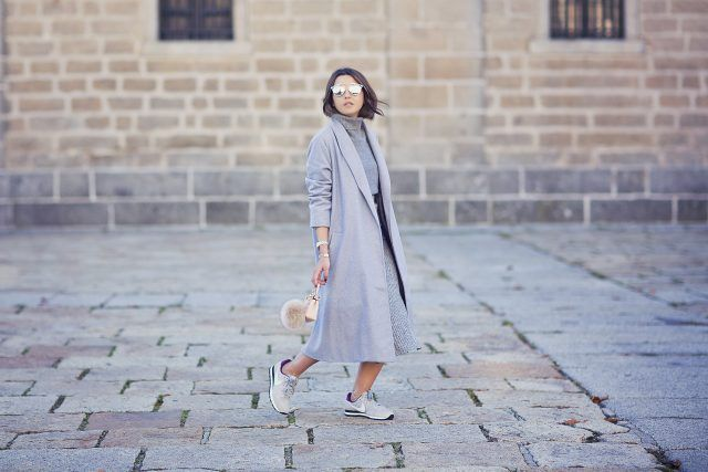 gray-camisola e cinza-trench-coat via