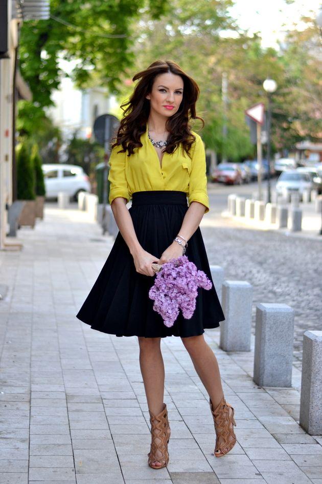 Camisa amarela com saia preta