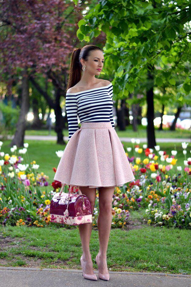 Striped T-shirt com Pink Skirt