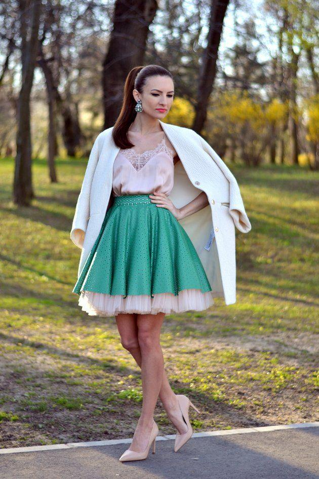 Top rosa com saia verde