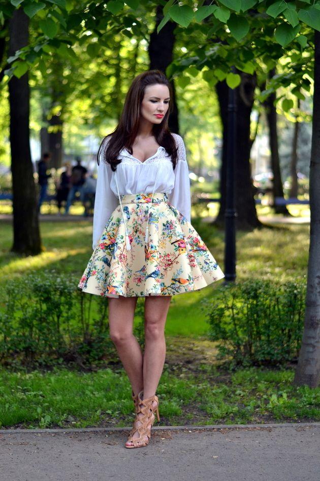 Camisa branca com a cópia saia