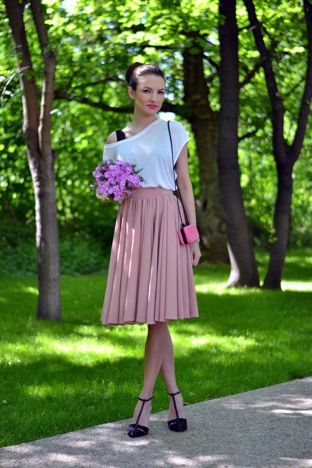 T branco com rosa saia