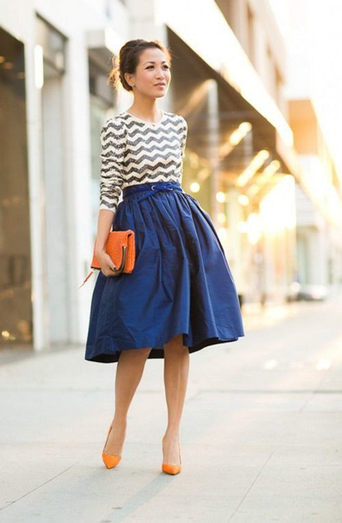 Azul saia de Midi Outfit por Mulheres