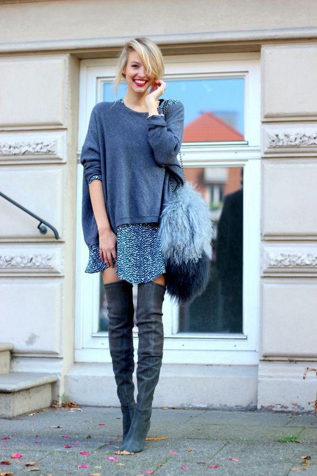 Camisola de grandes dimensões e botas até o joelho