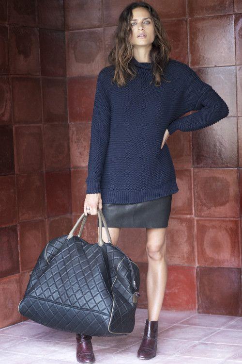 Camisola de grandes dimensões azul e saia preta