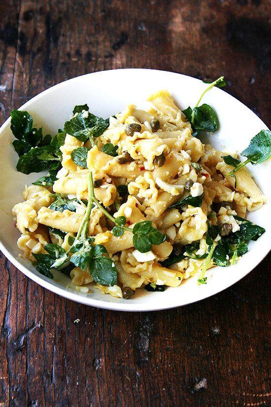 Campanelle com Ovos cozidos, alcaparras, e agrião