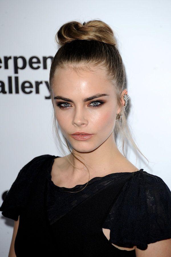 20 Penteados updo glamorous que aprovaram por celebridades