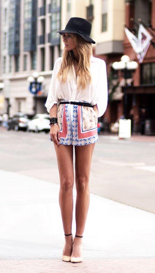 Camisa Branca Top e tecido Shorts via