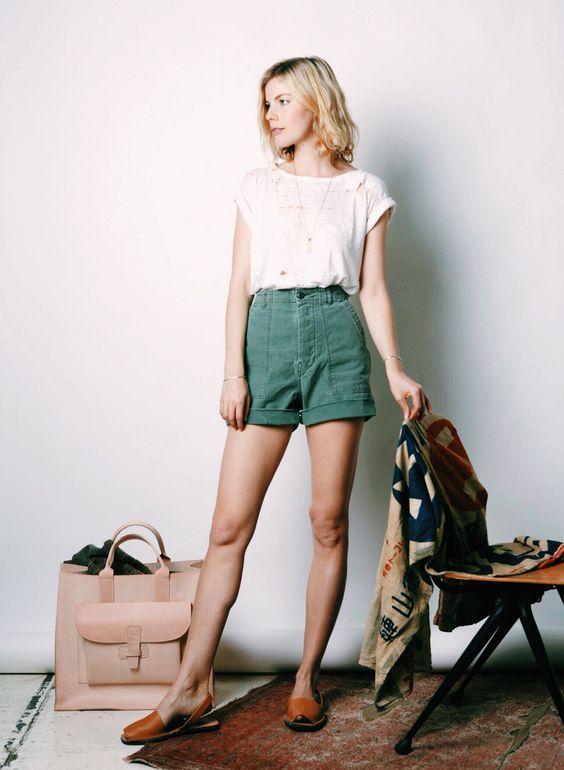 Branca Top e shorts verdes via
