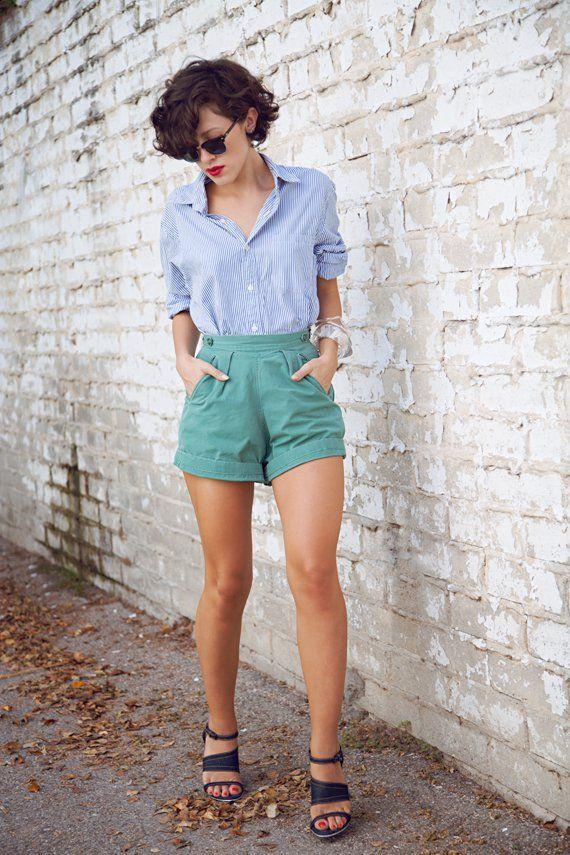 Strappy shirt e calções verdes via