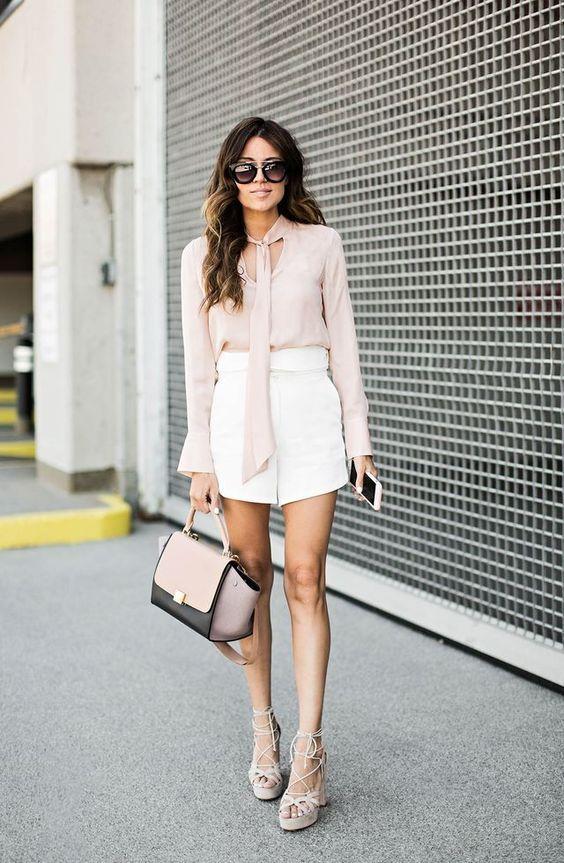 Top elegante e calções brancos via