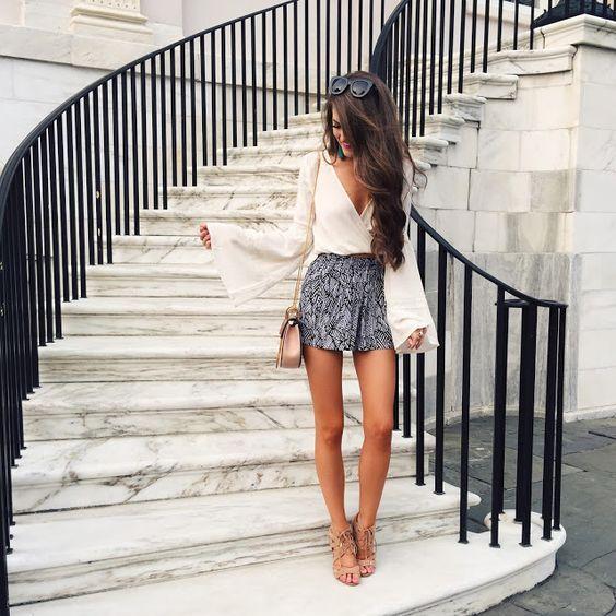 V-neck Top e modelados Shorts via
