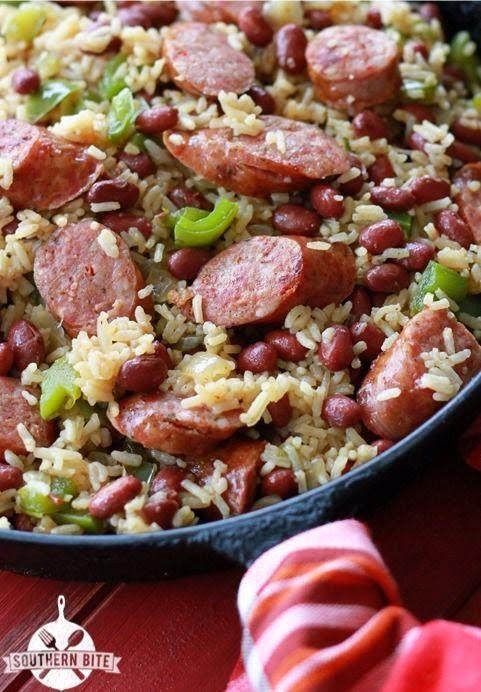 Um Beans Pot vermelho e arroz