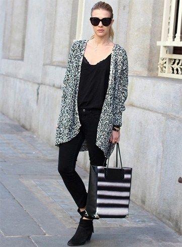 Usar um casaco de lã longo com vestido preto