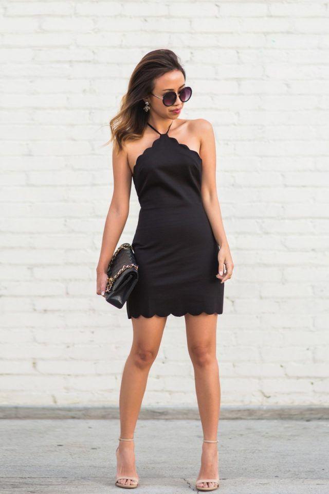 Black Dress Scalloped e sandálias nus via