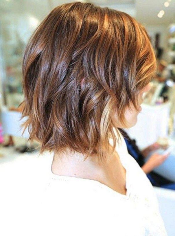 penteado bob curto bonito com ondas