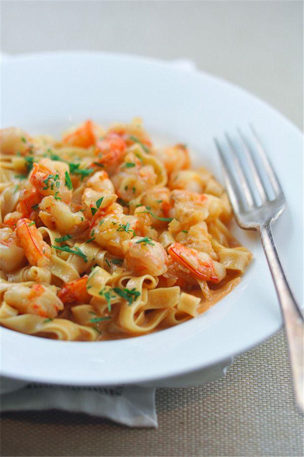 Pasta com camarão cremoso molho Bisque