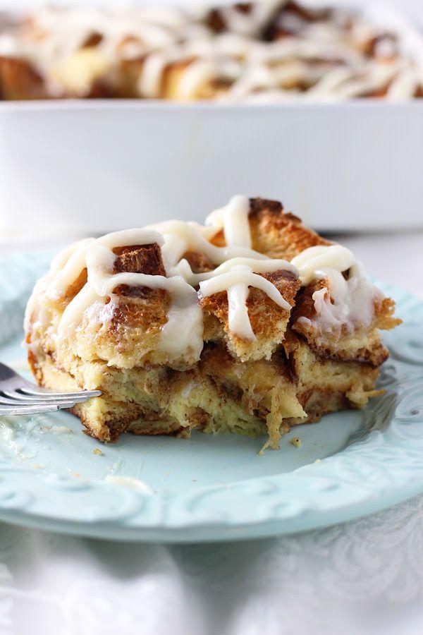 Pegajosos Cinnamon Roll Baked French Toast
