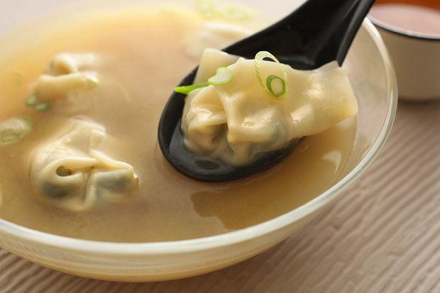 Sopa de Miso picante com Bok Choy Wontons