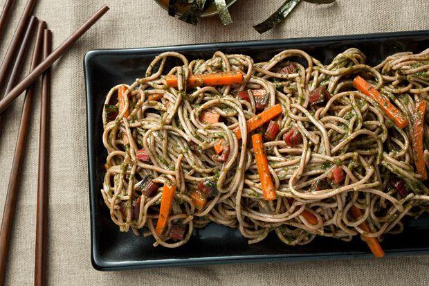 Soba Noodles com Pesto Chard-miso Swiss