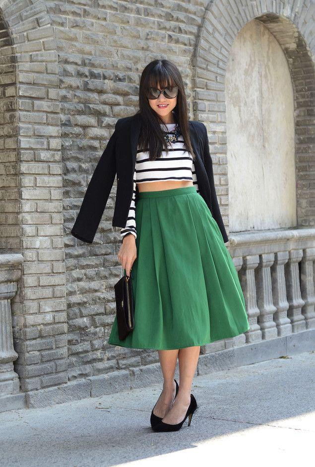 Verde saia de Midi Outfit com um Top Curto