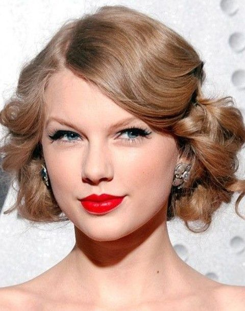 Taylor Swift Penteados: Ondas Médio vintage para mulheres maduras