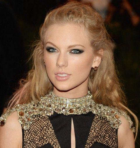 Taylor Swift Penteados: Romântico Meio-up Meio-down para qualquer ocasião