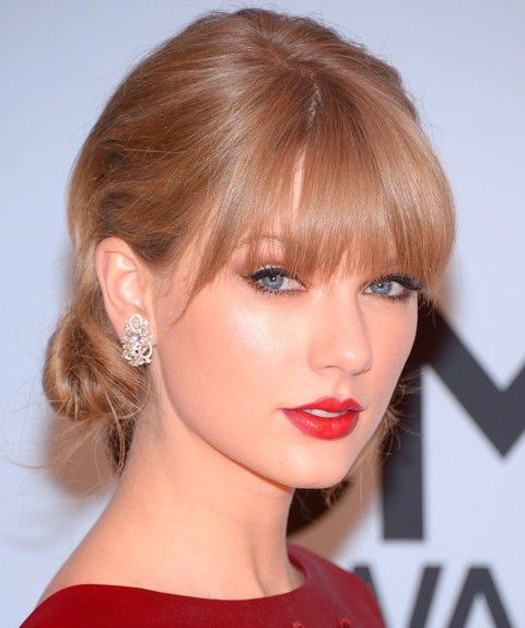 Taylor Swift Penteados: Glamorous Chignon por Mulheres