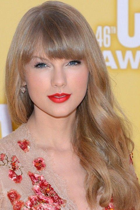 Taylor Swift Penteados: Cortes de cabelo onduladas macias para rosto forma redonda
