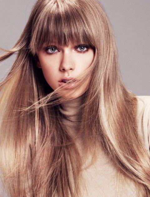 Taylor Swift Penteados: Corte de cabelo liso reta com Bangs