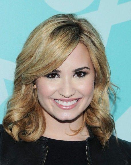 Demi Lovato Médio Curls