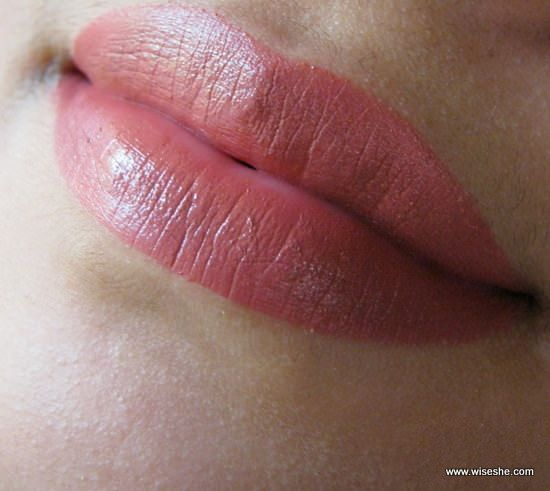 Lakme-reinventar-9-to-5-Lip-Cor-de-rosa-Review Bureau-Lip-Swatch-lip-color_mini