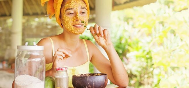 5 Maneiras simples para clarear o cabelo facial naturalmente