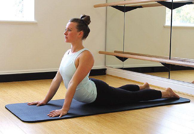 6 Exercícios de ioga para dor nas costas